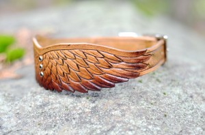 leather wings collar